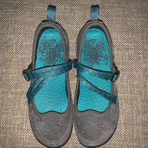 EUC Chaco Strapped Sneakers Size 5.5.